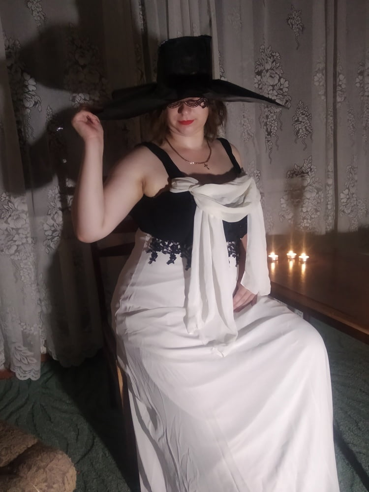 We tried to make a cosplay on Lady Dimitrescu - 14 Pics