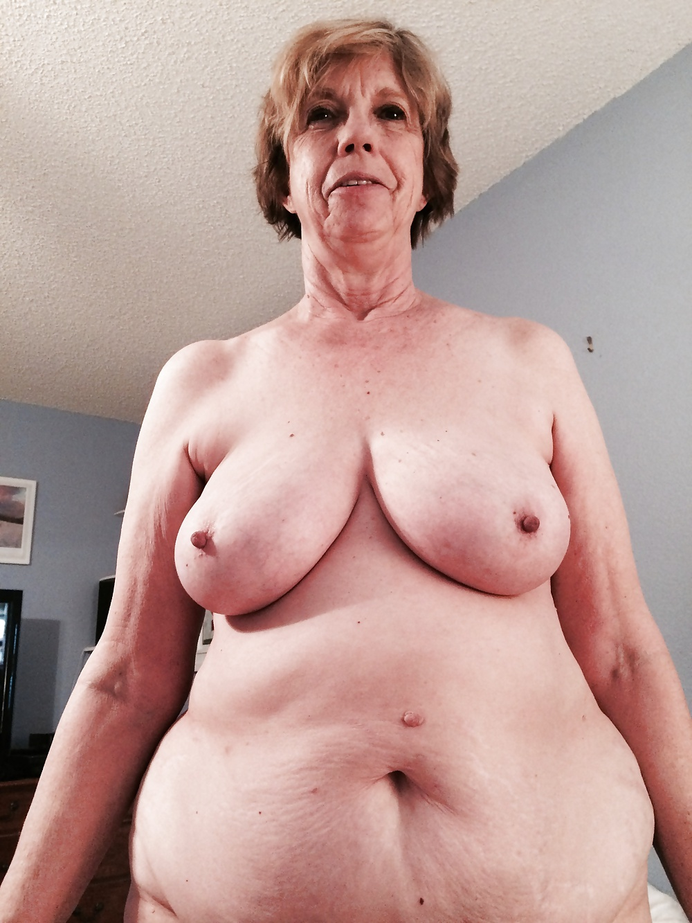 Lady naked senior