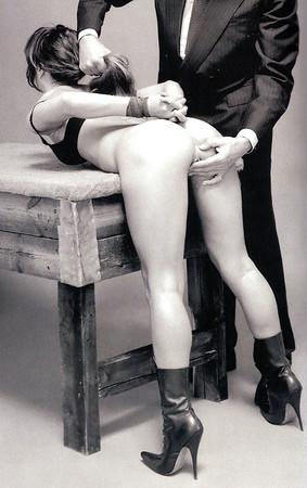 BDSM UK British Master seeks slaves