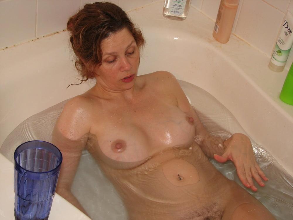 Nude mother having bath creampies