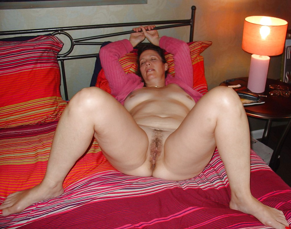 Exposed wife unaware nude