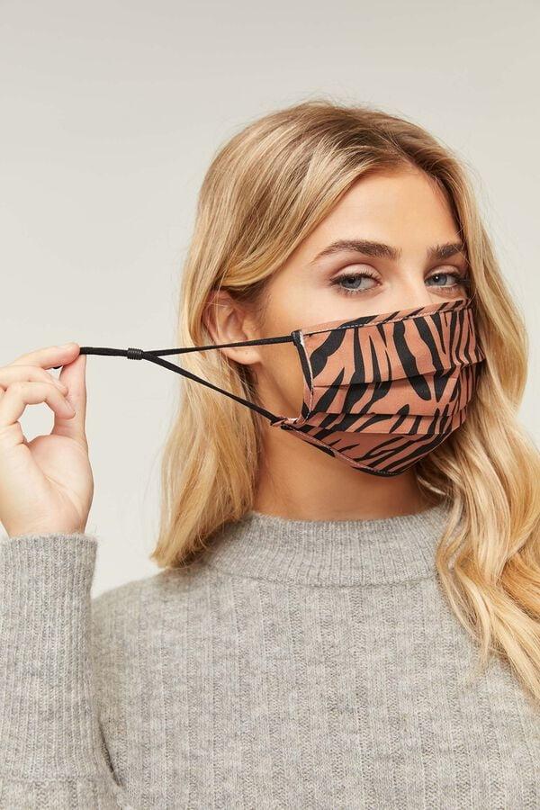 Mask models - 141 Pics
