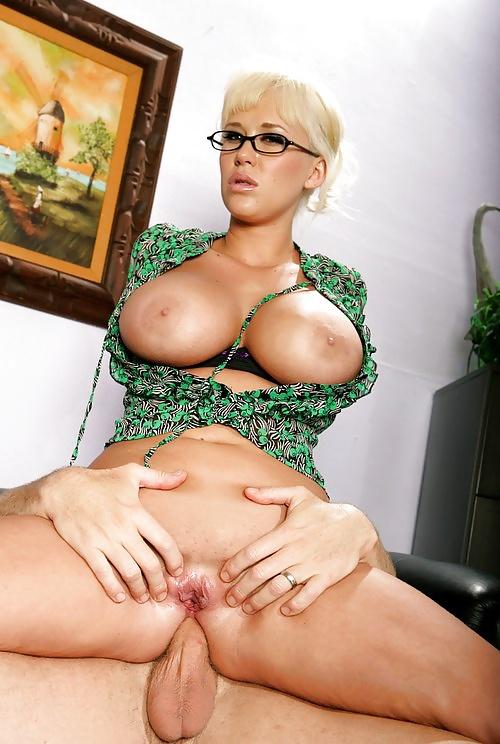 lizhet-golie-zrelie-blondinki-v-ochkah-foto-porno