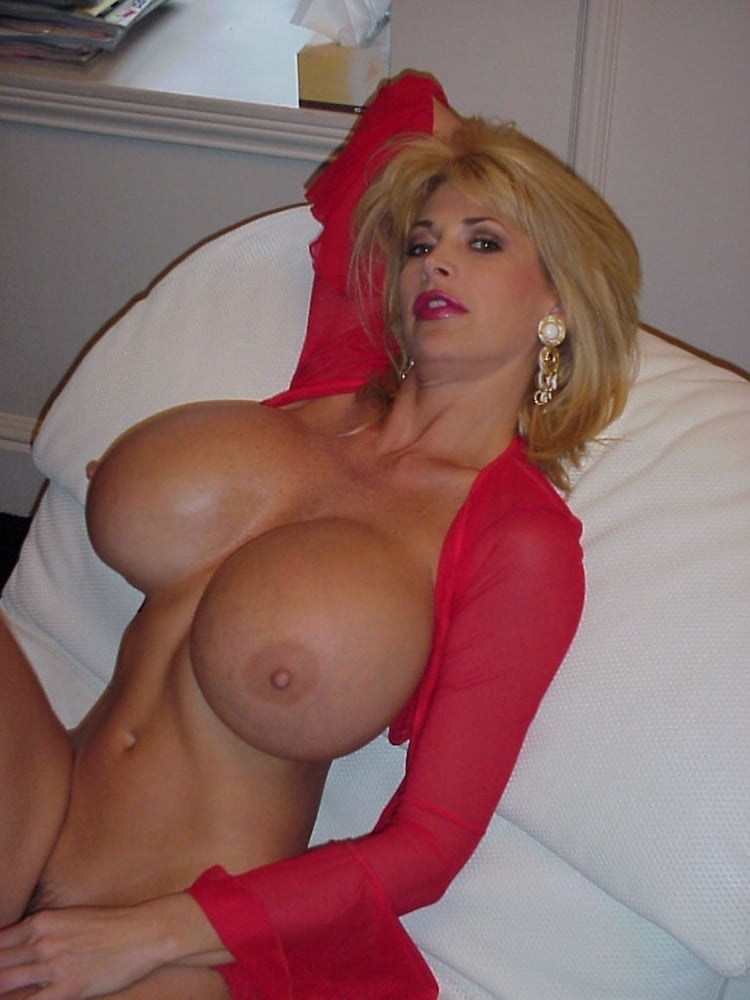 Cougar with huge boobs krissy lynn fucks with a lucky stud