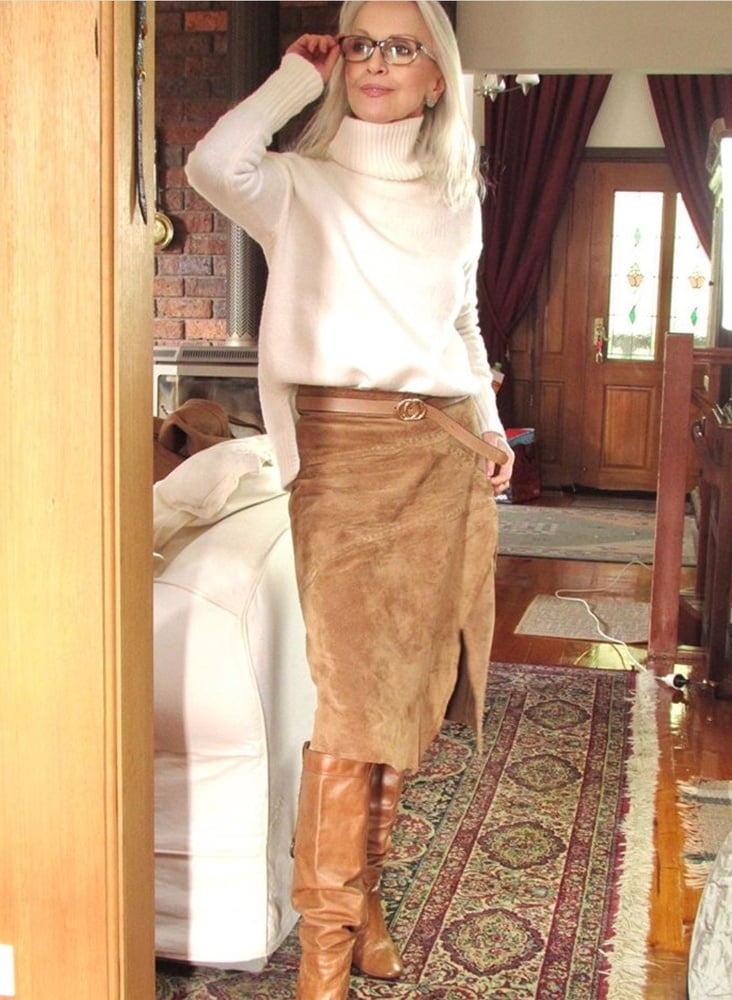 Milfs & Gilfs wearing boots no.109 - 40 Pics