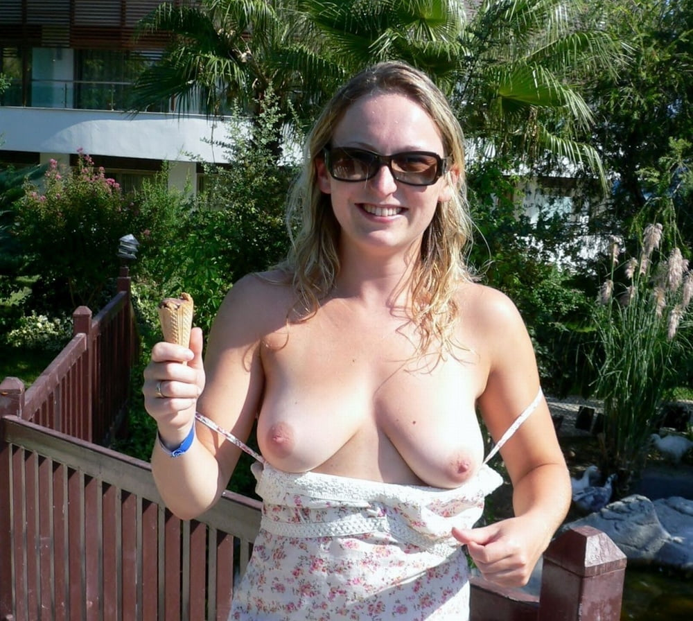 nude-wife-flashing