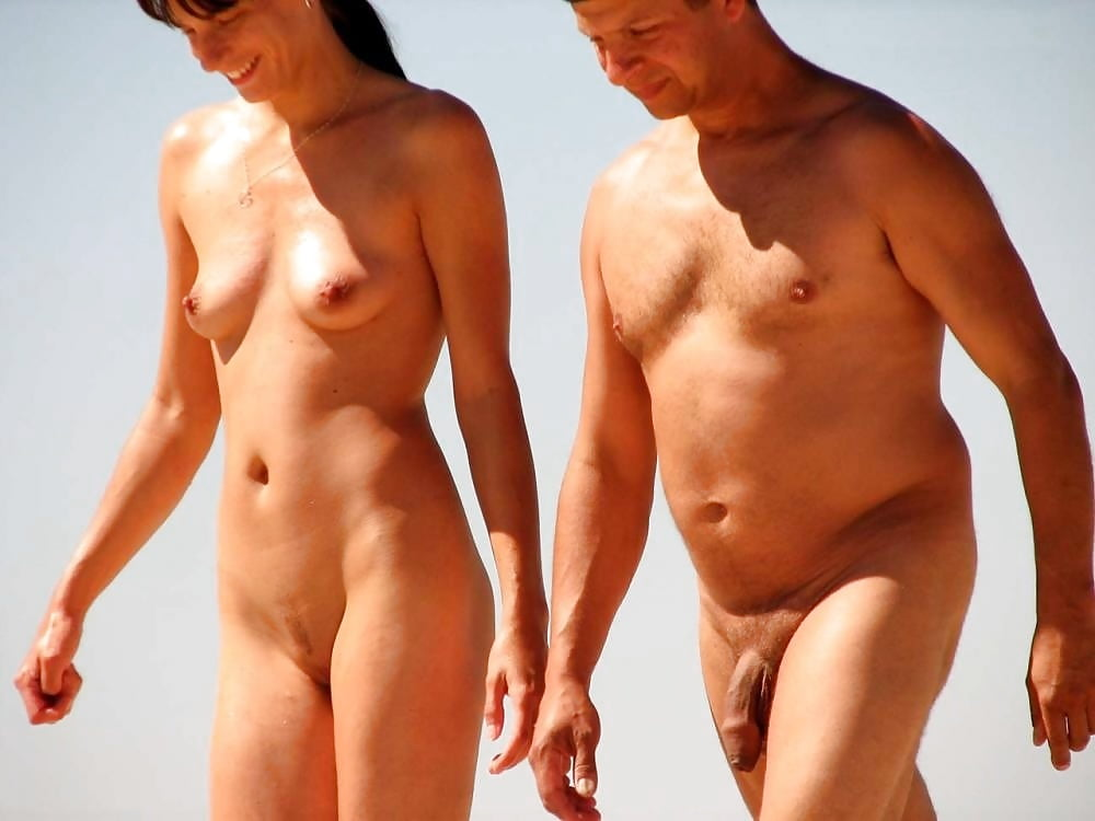Naked couple walking — pic 8