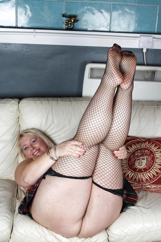 Watch Mature British Escort Sucks And Fucks Her Punter