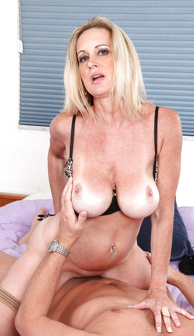 Cougar on top porn — pic 15