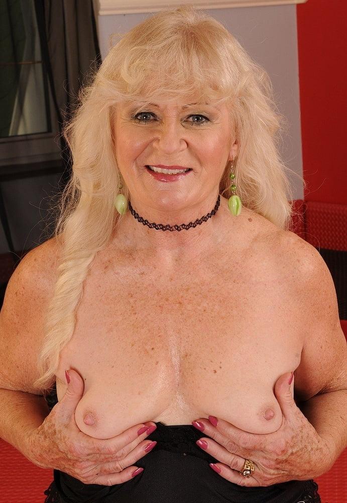 blonde-busty-granny