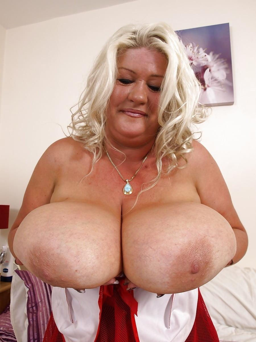 огромные сиси зрелые жирные пожилые фото кухню, горячая толстая