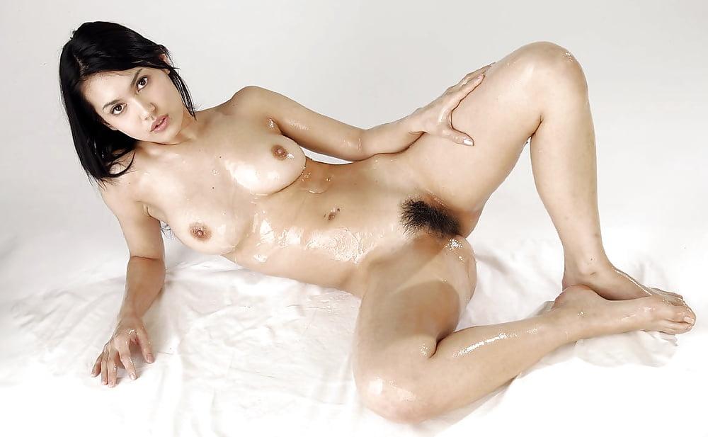 Bikini Wearing Brunette Maria Ozawa Shows Flawless Lusty Shape