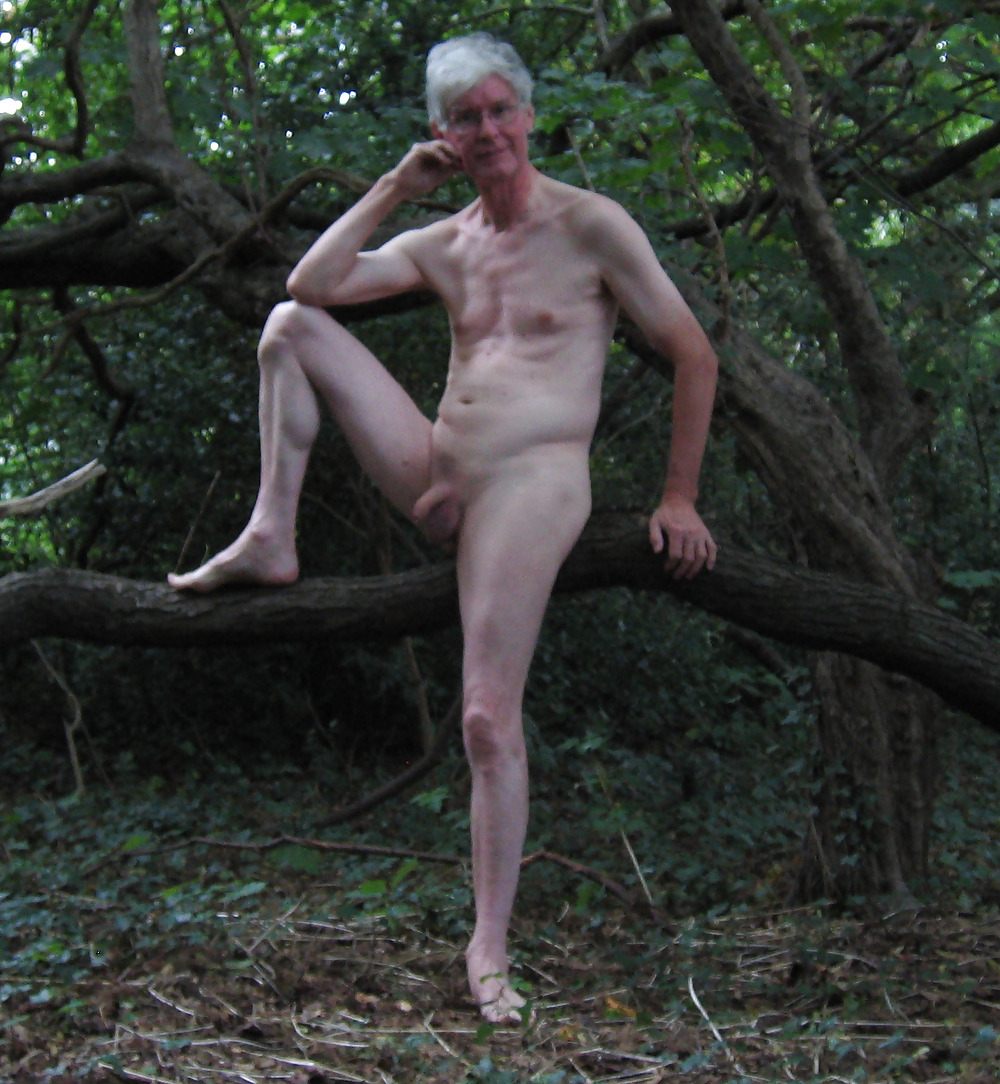 Naked dads in the woods — pic 12