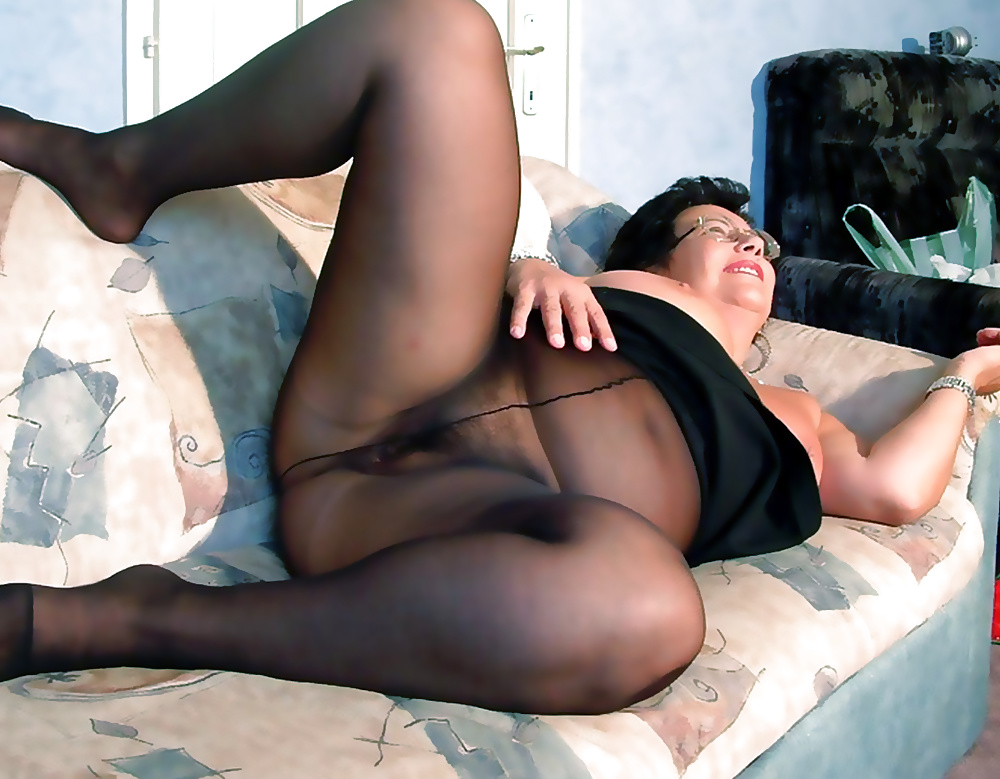 Mature woman wearing pantyhose fucking
