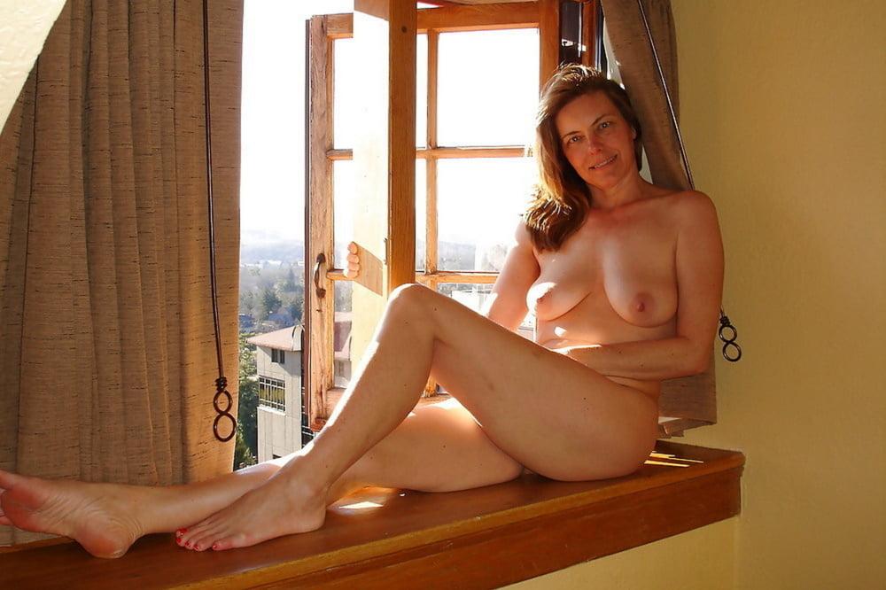 Naked House Cleaner