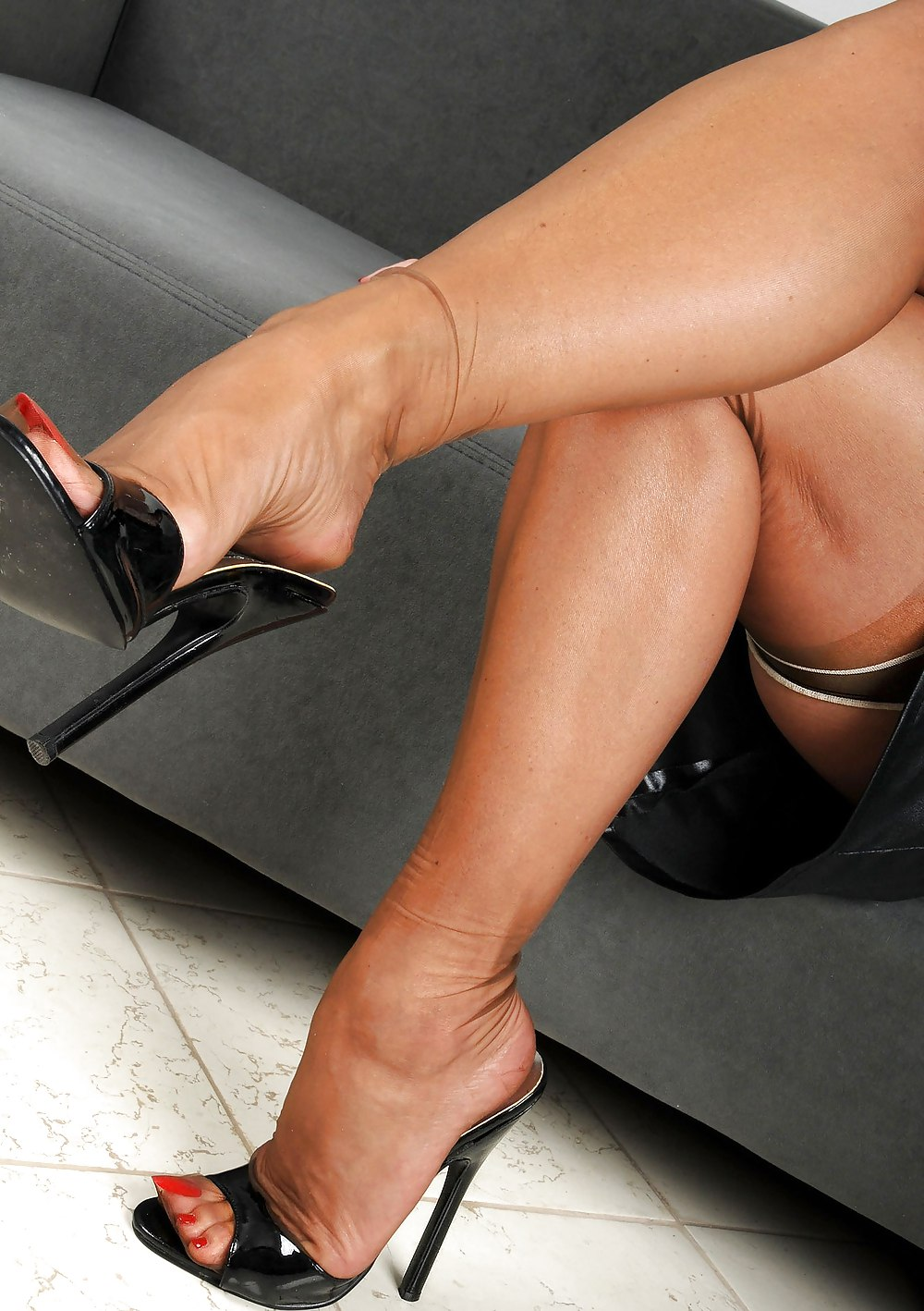 Gallery of gorgeous women showing off hot legs in sexy heels