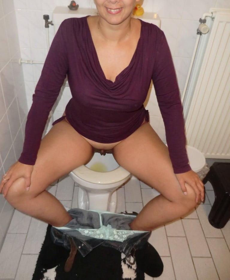 moya-zhena-pisaet-v-obshem-tualete