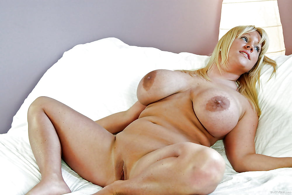 My fat blonde mom nude — img 5