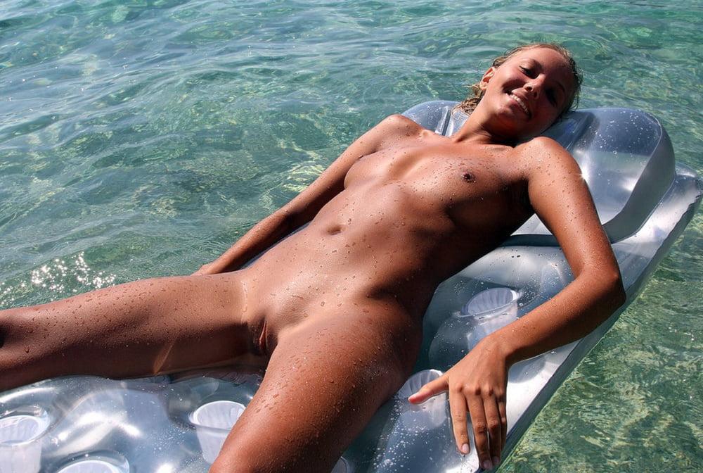 Nude photos distract croatia's cup campaign