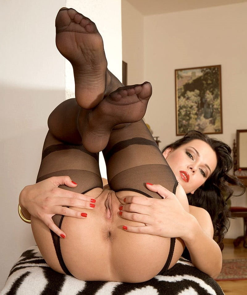Superb brunette in pantyhose shows hot ass