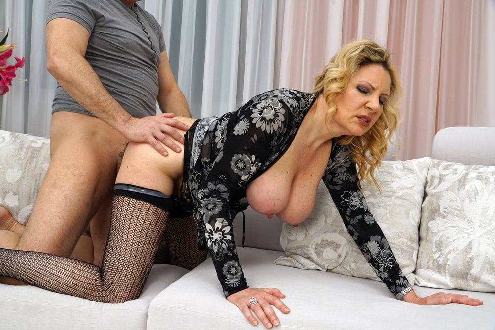 mature-xxx-daily-movies-bent-over-nide