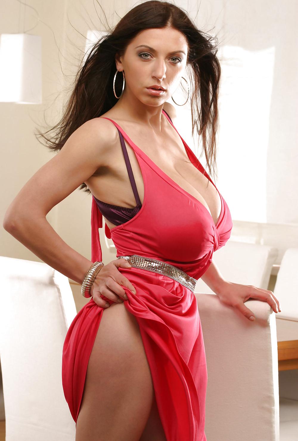 anya-sakova-big-boob-pics