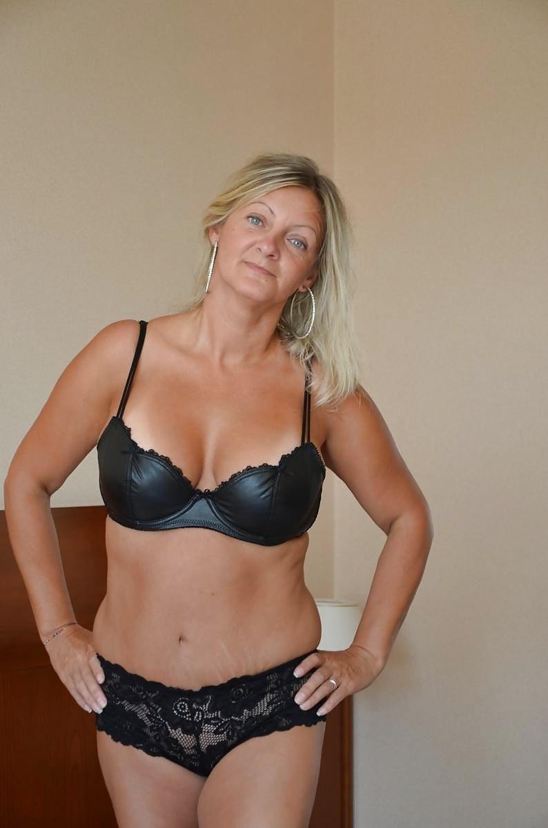 Mature amateur lingerie pics