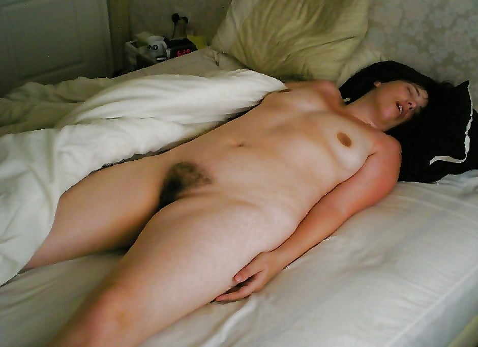 French women naked sleeping 2