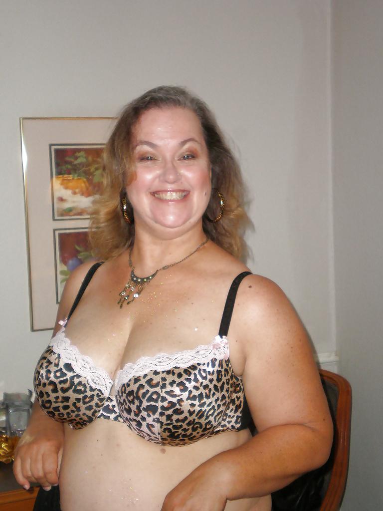 Amateur women in bras pics #5
