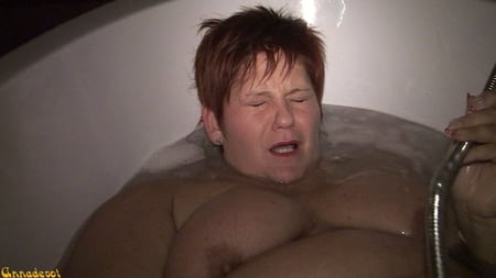 wet cunt in the bathtub