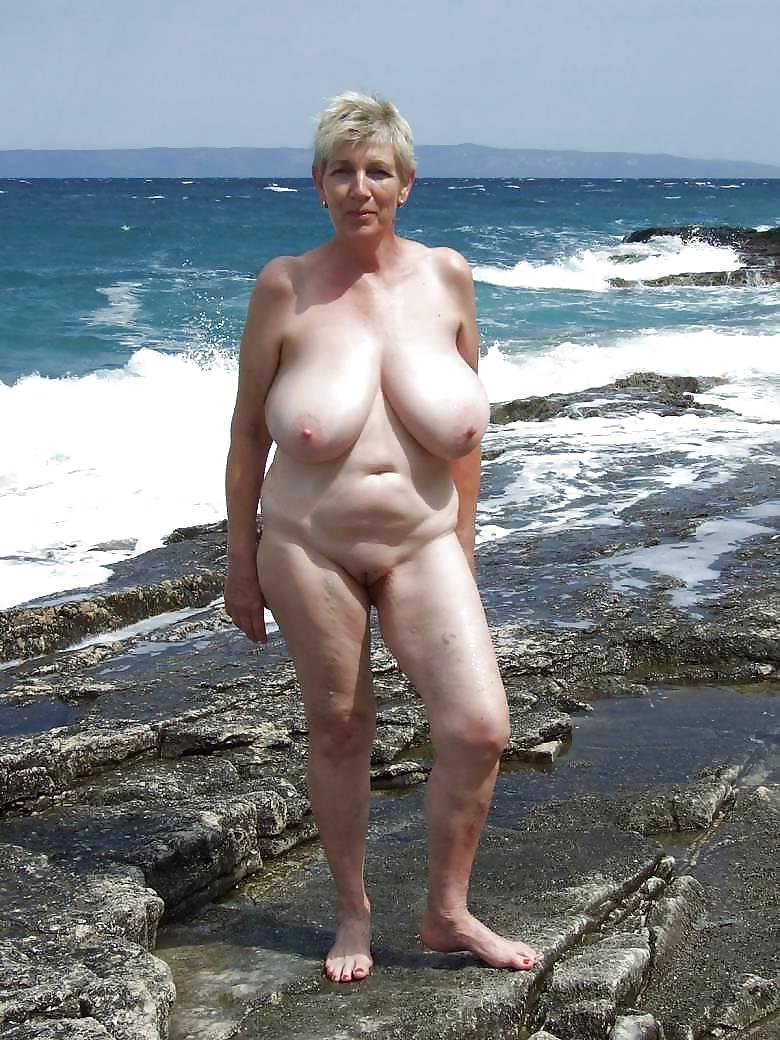 Видео голых старушек на озере прозрачном