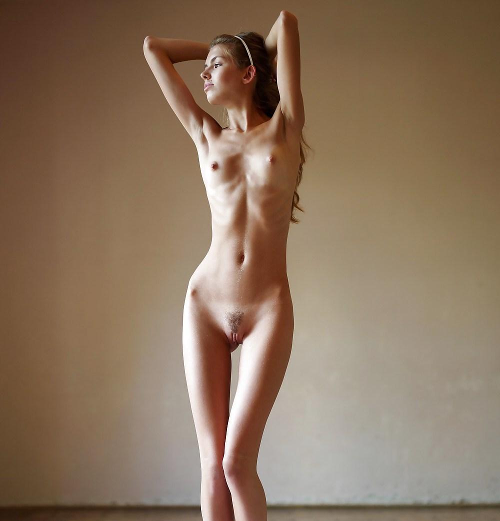 Не худые стройные голые девушки