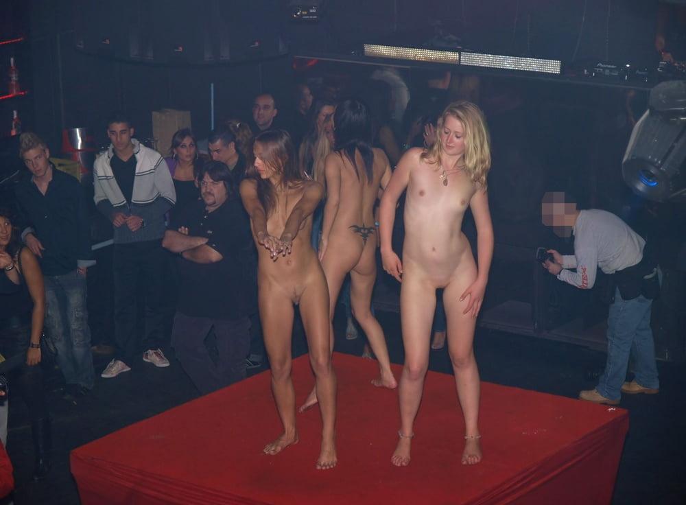 Sexi dance nude-6734