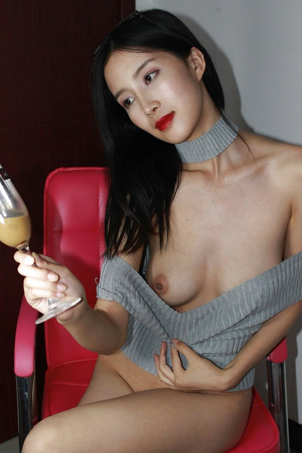mouth-treatment-hot-chinese-girl-pass-tube-berry-golden