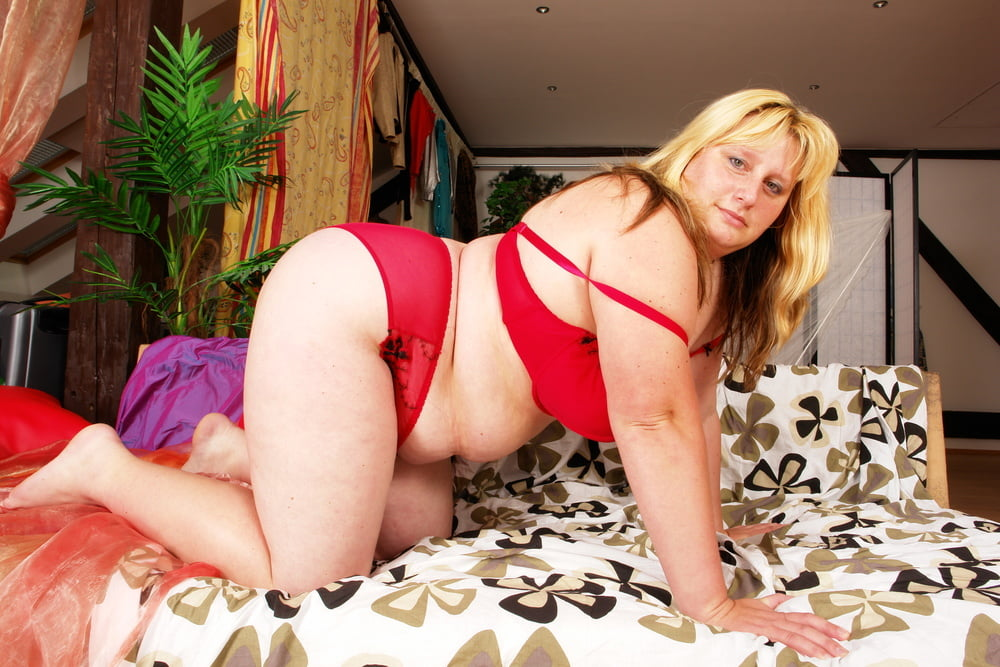 Lesbian seduces lesbian-2573