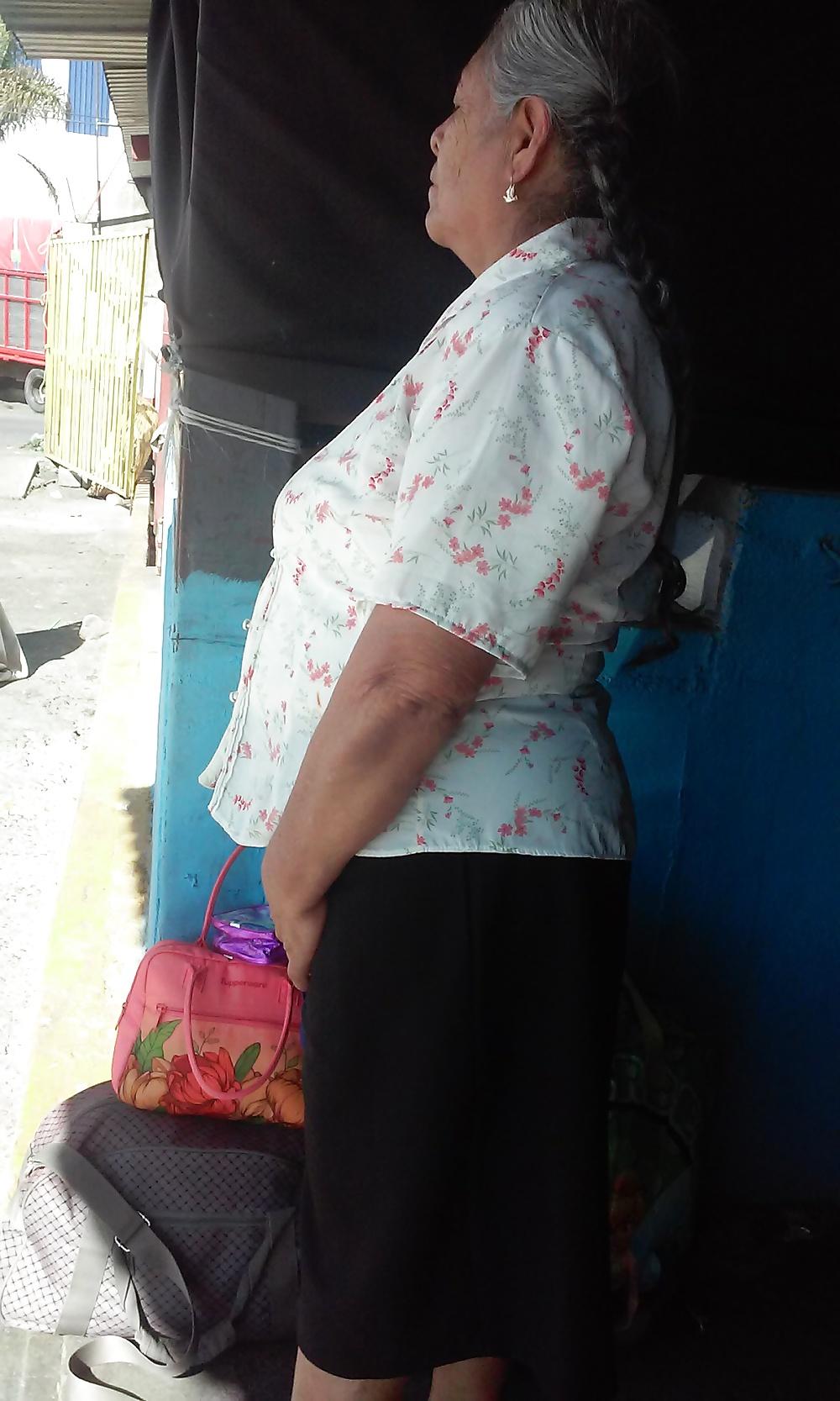 Chinita se rifa una mamada bien sabrosa - 2 3