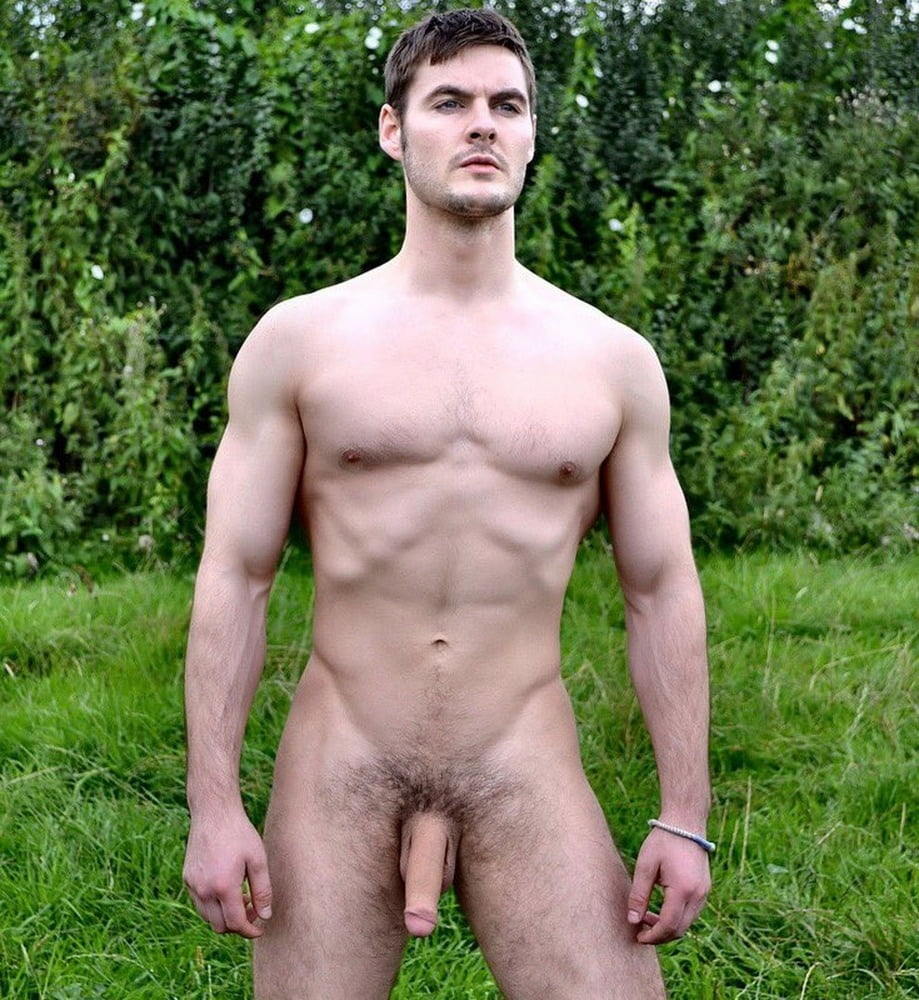 guy-nude-text-naked-boy-peeing