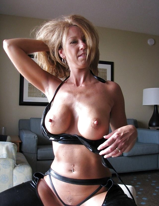 Mature amateur blonde wife ruthie with big nipples wearing jeans shorts