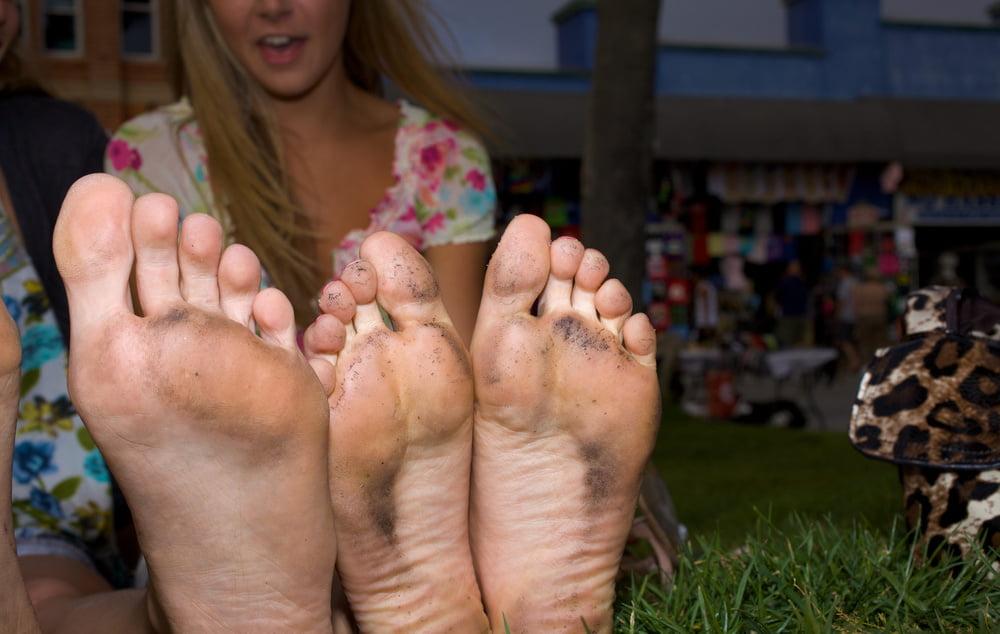 Босые ноги грязные женские видео #8