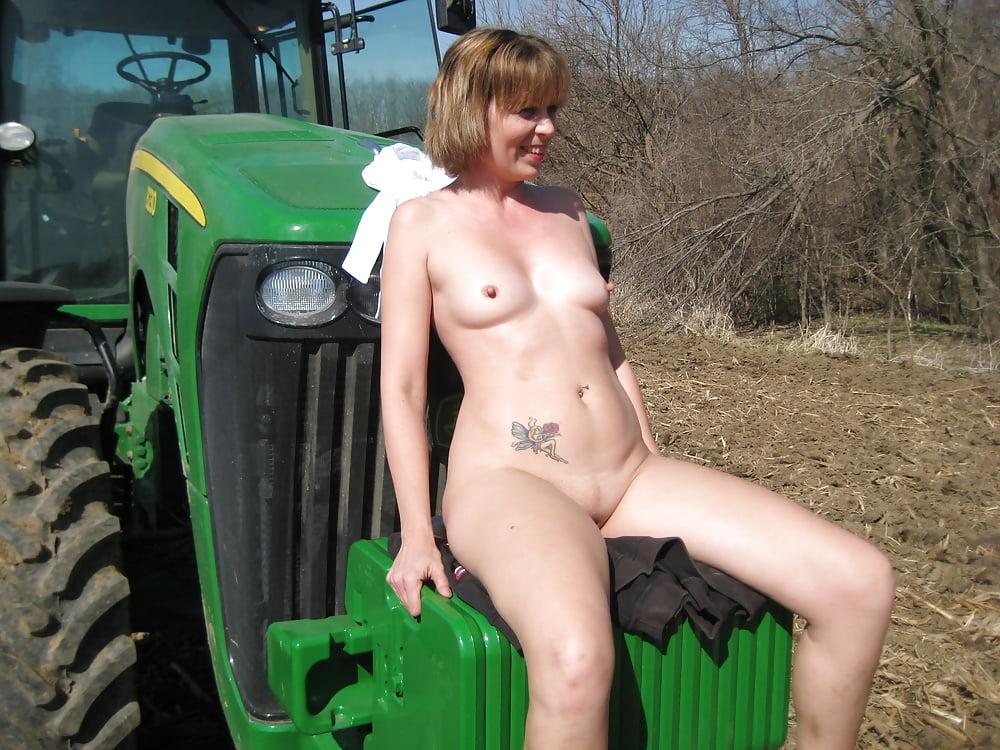 порно в селе в прицепе трактора крез плечищи