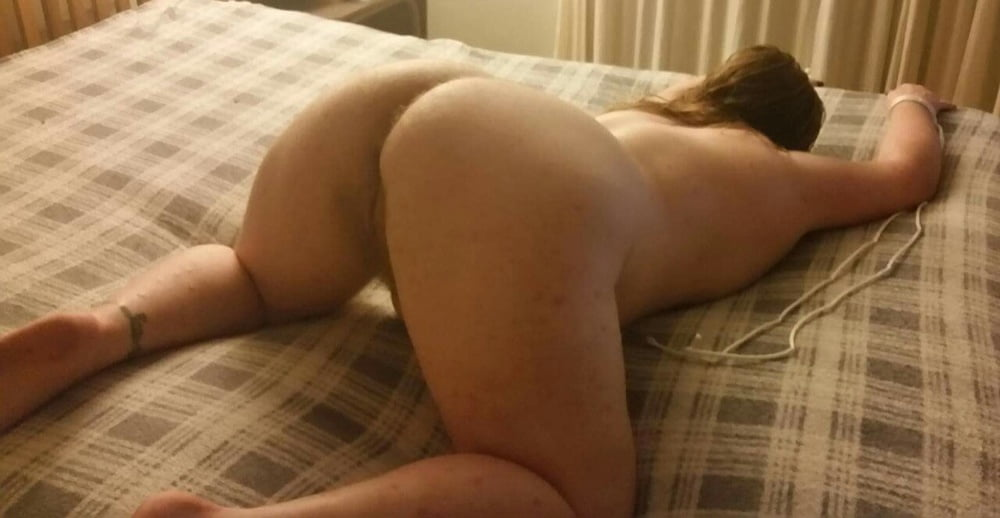 Lovely PAWG poses! - 16 Pics