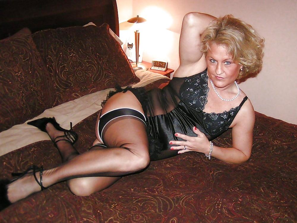 Sexy milf high heels-3899