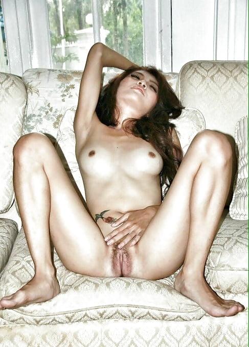 lesbian licking saphie erotica
