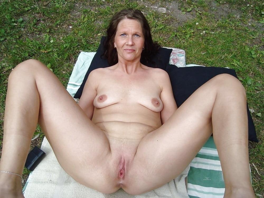 Mature naked girl