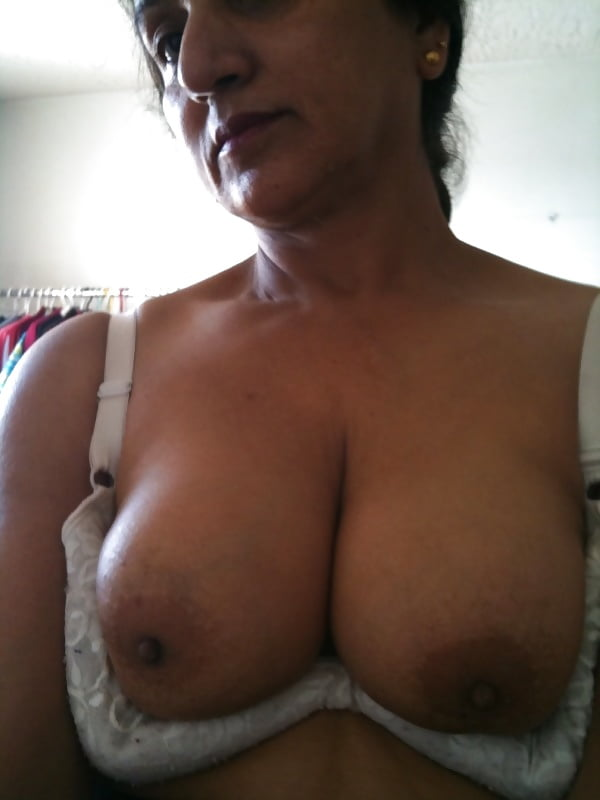 Aunty clicking nude selfies — pic 11