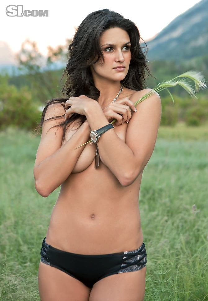 Leryn franco sports nipple slip