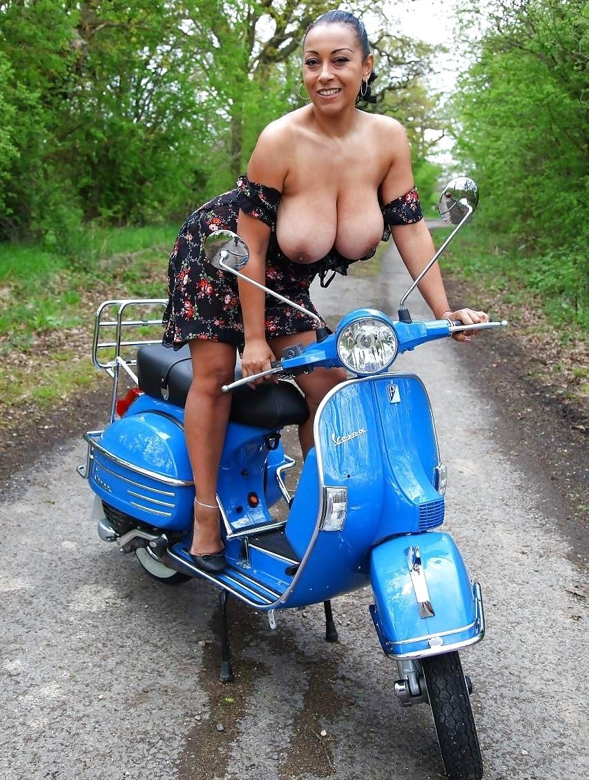sekretarshi-chulkah-porno-foto-na-skuter-vse