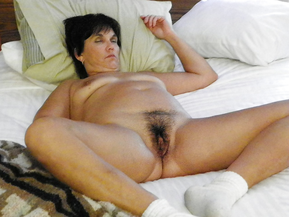 naked-mature-wives-sleeping