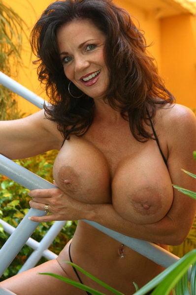 naked latina amateurs
