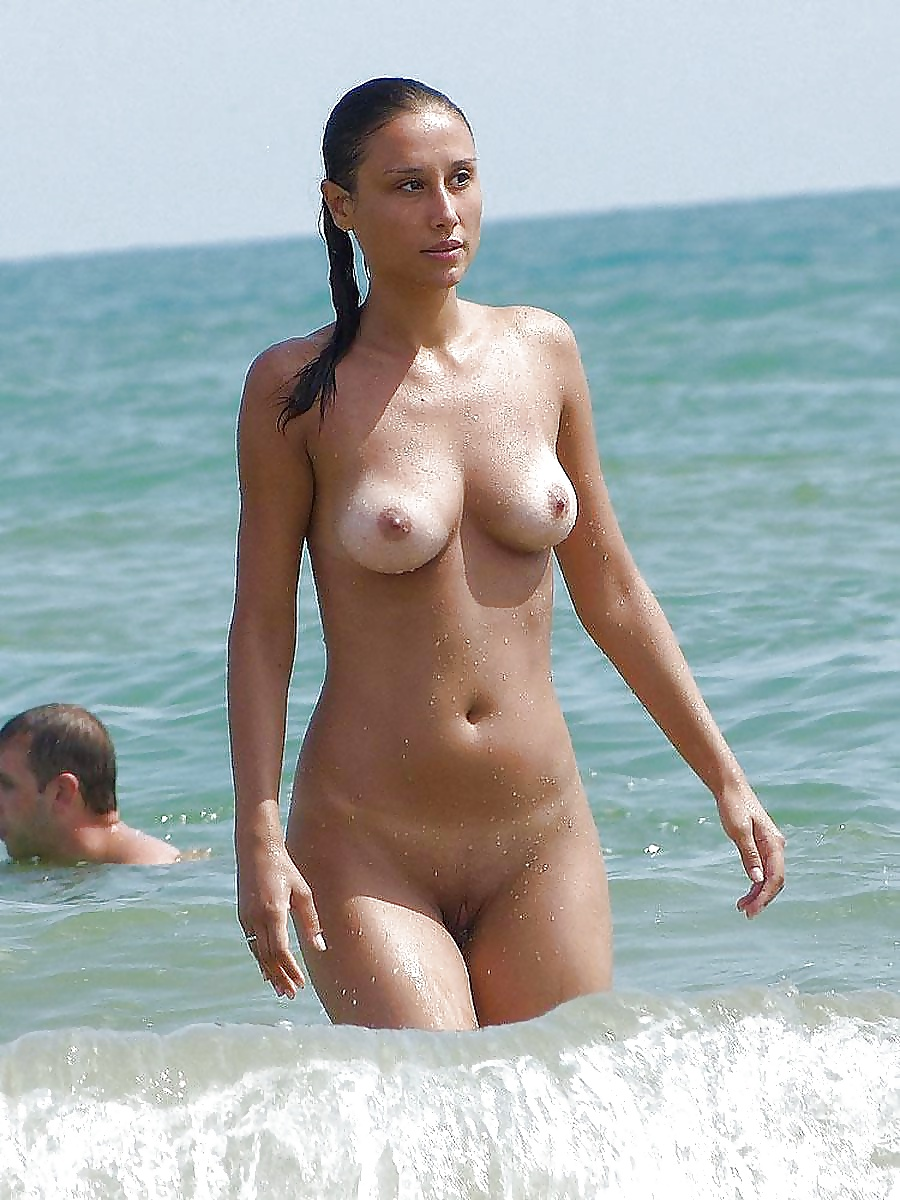 Nude Beach Babes And Group Fun - 41 Pics  Xhamster-4678